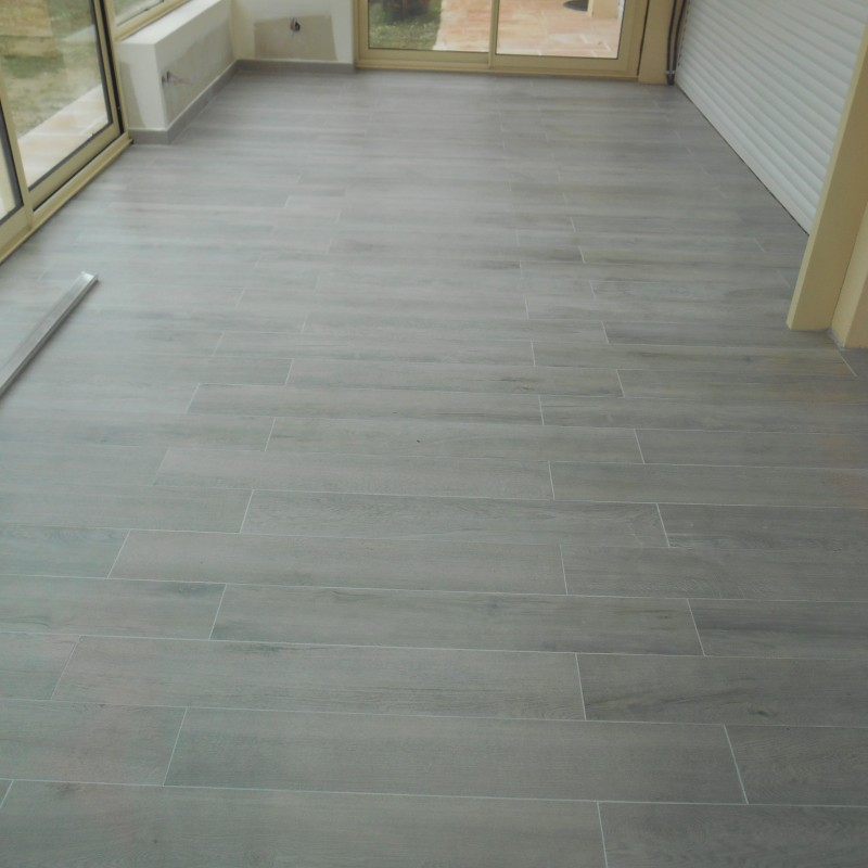 Pose d un carrelage imitation parquet finest autres vues for Pose carrelage sol imitation parquet